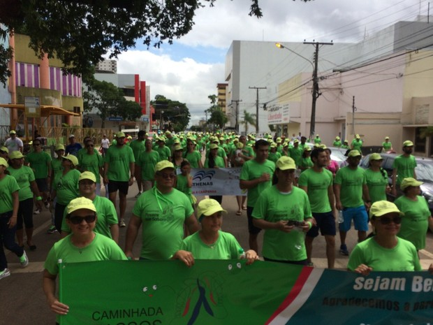 Caminhada reuniu mais de duas mil pessoas em combate ao câncer (Foto: Rayana Brandão)