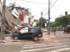 Carro é retirado de escombros de prédio que desabou após acidente