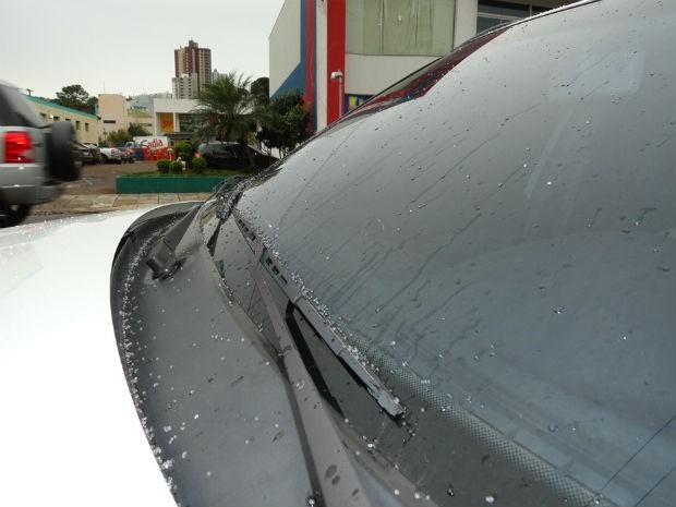 Internauta  registrou chuva congelada em Pato Branco  (Foto: Clovis Padon Filho )