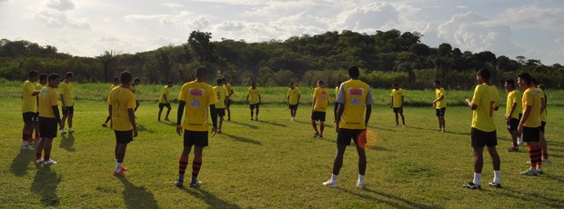 Flamengo-PI faz preparação física sem previsão de amistoso até a estreia no estadual (Foto: Renan Morais/GLOBOESPORTE.COM)