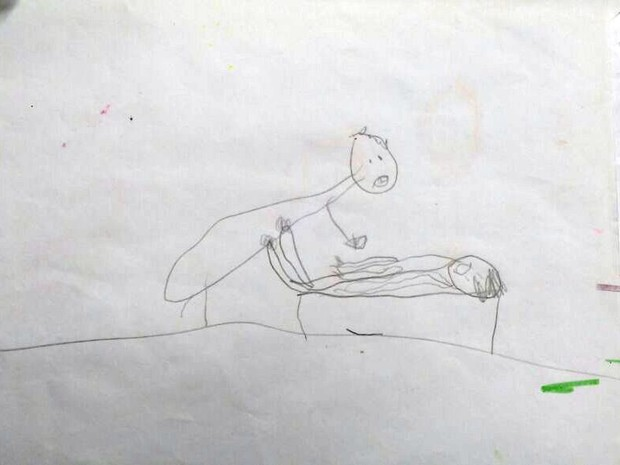 Um dos desenhos que os pais encontraram nos pertecences da menina (Foto: Michelly Oda/G1)
