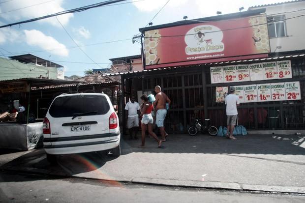 O reforço ocorre um dia após a morte do traficante Celso Pinheiro Pimenta, o Playboy, dentro da comunidade.  (Foto: Paulo Araújo/Agência O Dia/Estadão Conteúdo)