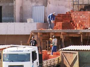 Construção civil em Campinas (Foto: Reprodução / EPTV)