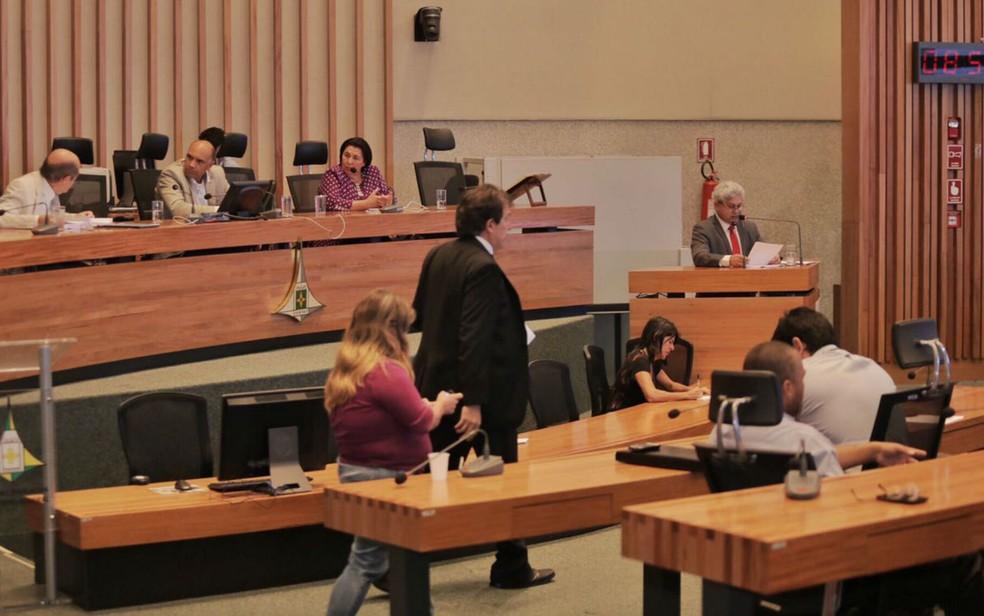 Deputado Lira (PHS), relator da CPI da Saúde na Câmara Legislativa do Distrito Federal, apresenta parecer (Foto: Vinícius Thompson/Divulgação)