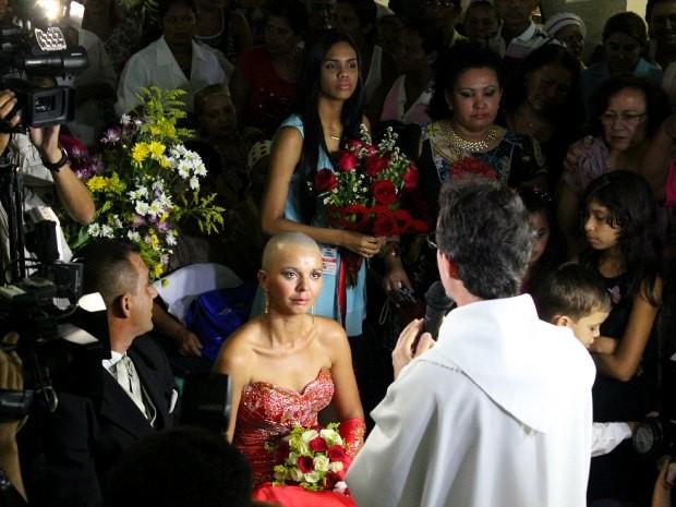 Casamento foi acompanhado por centenas de convidados (Foto: Romulo de Sousa/G1 AM)