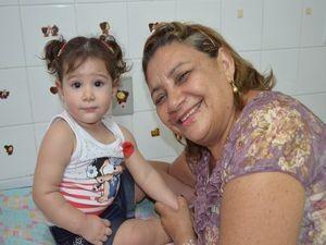 Maria Laura não fez cara feia ao ingerir as gotinhas (Foto: Flávio Antunes/G1 SE)