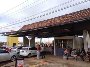 Portões da Unifap foram fechados durante paralisação dos docentes (Foto: Abinoan Santiago/G1)
