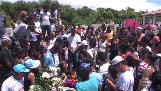 Técnico em enfermagem é enterrado na Bahia e moradores pedem justiça