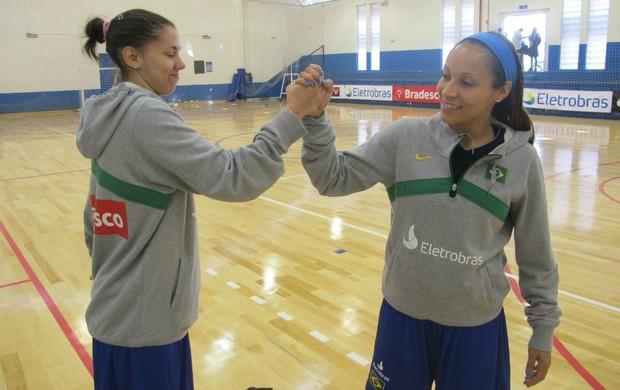 Tássia e Adrianinha basquete feminino Brasil (Foto: Rodrigo Alves/GLOBOESPORTE.COM)