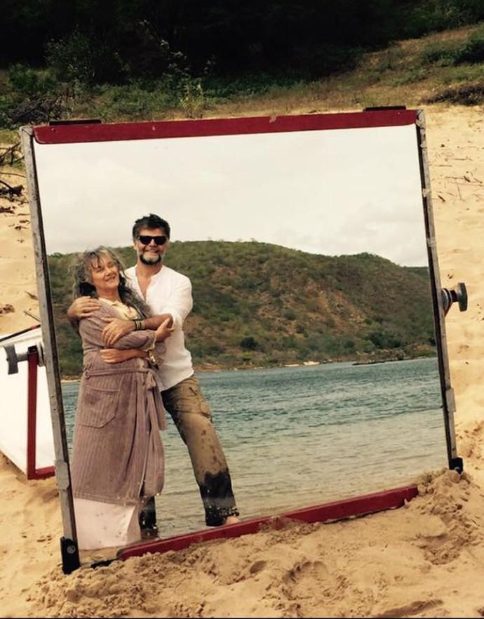 O diretor artístico Luiz Fernando Carvalho posa com Selma Egrei (Foto: Claudia Reis)