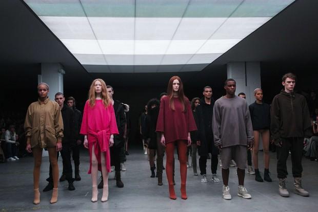 Sean Combs, Jay-Z, Beyonce, Kim Kardashian, Editor Anna no desfile Kanye West  com Adidas no New York Fashion Week (Foto: Reuters)