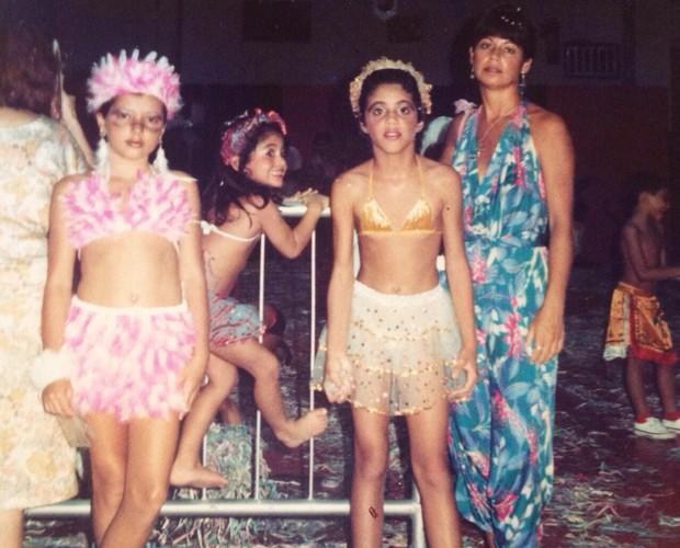 Dá só uma olhada como Carol Castro aprontava nos bloquinhos de carnaval (Foto: Arquivo Pessoal)