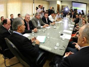 Reunião que discutiu a situação da malha ferroviária de Mato Grosso do Sul (Foto: Chico Ribeiro/Subsecom-MS)