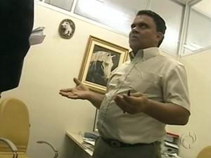 Cláudio Marques da Silva era responsável pelo departamento de pessoal da Alep e está foragido (Foto: Reprodução/RPC)