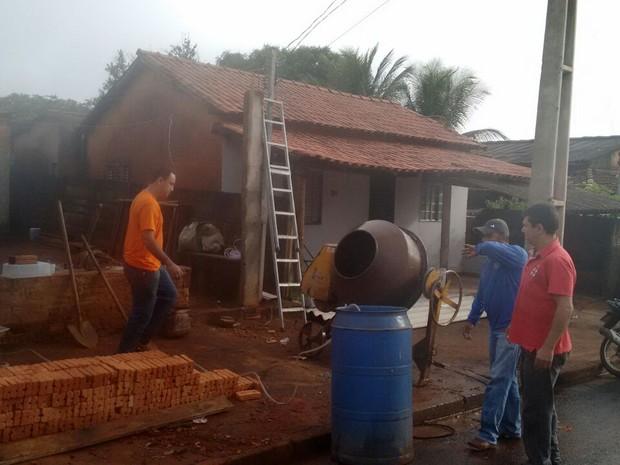 Militares reformam casa de idoso Odair em Iturama (Foto: Polícia Militar/Divulgação)