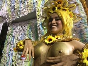 Peruana Gabriella Curi desfilou de topless (Foto: Gabriel Barreira / G1)