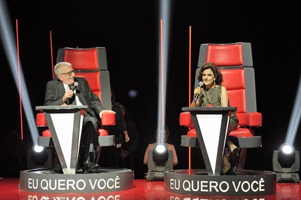 Marieta Severo e Marco Nanini , Lineu e Nenê, em A Grande Família, sentam nas cadeira de técnicos do The Voice (Foto: Alex Carvalho/Globo)
