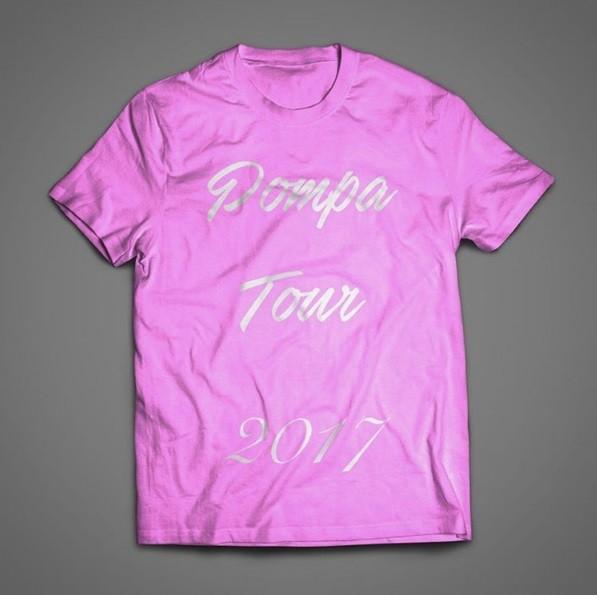 A tour tem até camisa para o evento