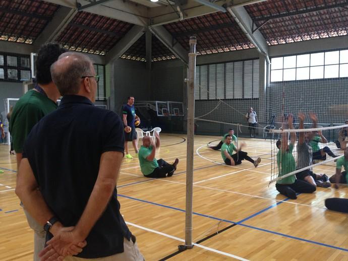 Bernardinho visita seleção de vôlei sentado (Foto: Danielle Rocha)