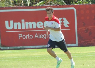 Gustavo Ferrareis meia Inter (Foto: Tomás Hammes / GloboEsporte.com)
