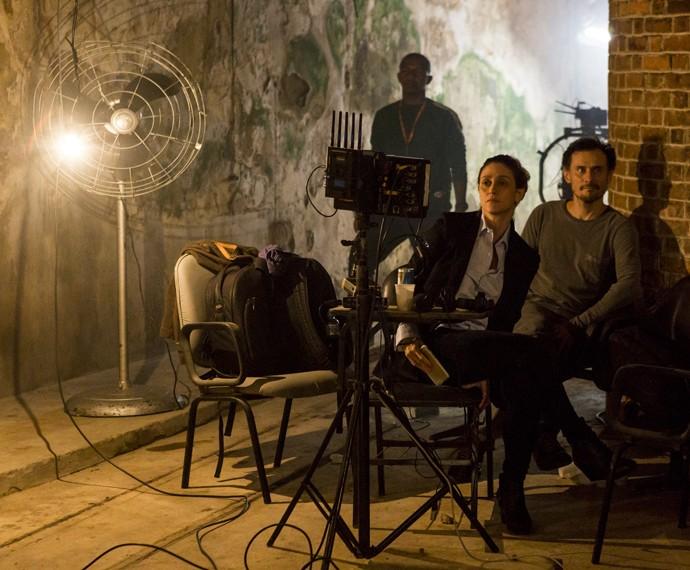 Ão lado do também diretor Enrique Diaz, Amora Mautner lidera as gravações da nova novela das 9 (Foto: Ellen Soares/ Gshow)