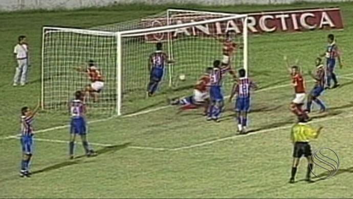 Dérbi entre Sergipe em Itabaiana em 1995 (Foto: Reprodução/TV Sergipe)
