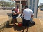 Ambulantes vendem 'quentinhas' na porta de hospital após falta de comida