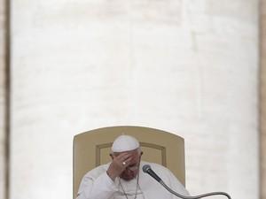 Papa Francisco fala com fiéis durante a audiência geral desta quarta-feira (9) (Foto: Alessandro Bianchi/Reuters)