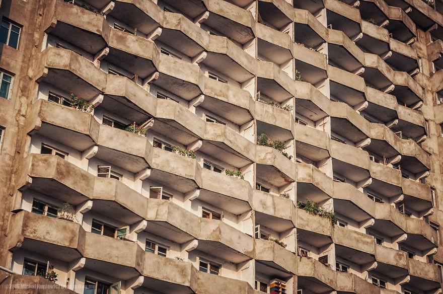 """A arquitetura das cidades é """"brutal"""", diz o fotógrafo (Foto: Michal Huniewicz)"""