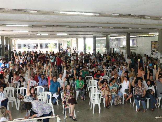 Assembleia aconteceu nesta quinta-feira (20), no Centro de Vivências, na UFPB (Foto: Ricardo Araújo)