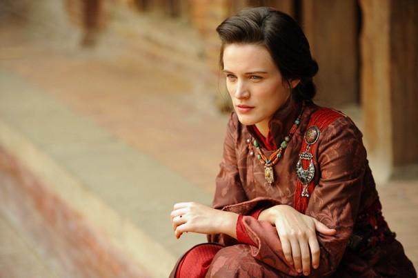 Os sons dos mantras e as cerimônias budistas inspiraram atores como Bianca Bin, que vive Amélia (Foto: Renato Rocha Miranda/Globo)