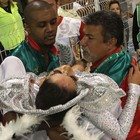 Musa desmaia durante desfile da X-9 (Leandro Martins/Futura Press)
