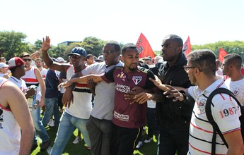 Organizada do São Paulo invade CT, acaba com treino e agride jogadores