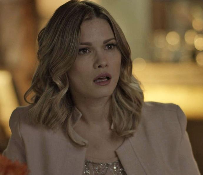 Jéssica fica chocada com a revelação! (Foto: TV Globo)