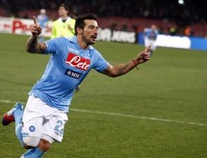 Lavezzi comemora o gol da vitória do Napoli sobre o Inter (Foto: Agência Efe)