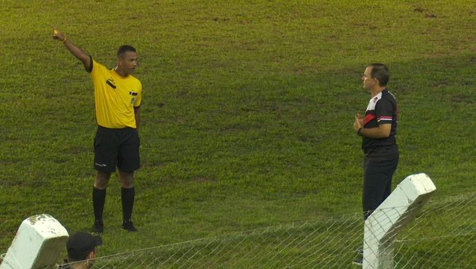 PC Schardong, técnico do Real Ariquemes, foi expulso da partida contra o Ji-Paraná (Foto: Reprodução/ Rede Amazônica)