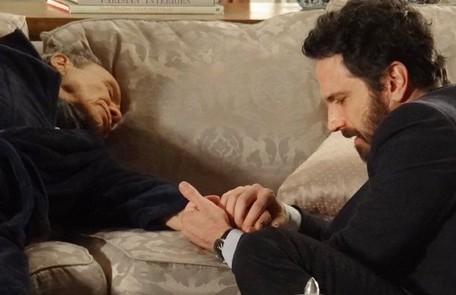 Arturo (Stênio Garcia) morre ao descobrir que Celso (Caco Ciocler) é filho do falecido marido de Leonor (Nicette Bruno) Divulgação/TV Globo