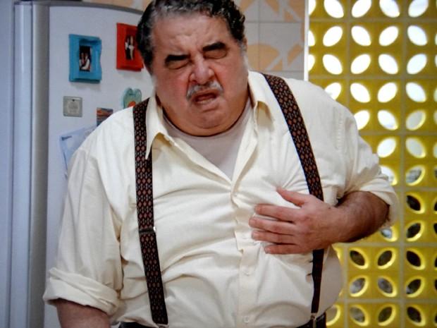 Vicente passa mal após tomar remédio errado (Foto: TV Globo)
