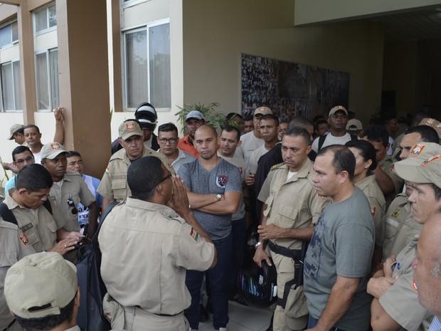 Servidores afirma viver em condições precárias de trabalho (Foto: Dyepeson Martins/G1)