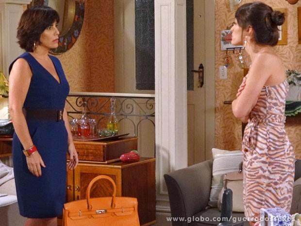 Carolina enfrenta a tia (Foto: Guerra dos Sexos / TV Globo)