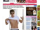 Justin Bieber levanta a camisa e exibe o abdômen