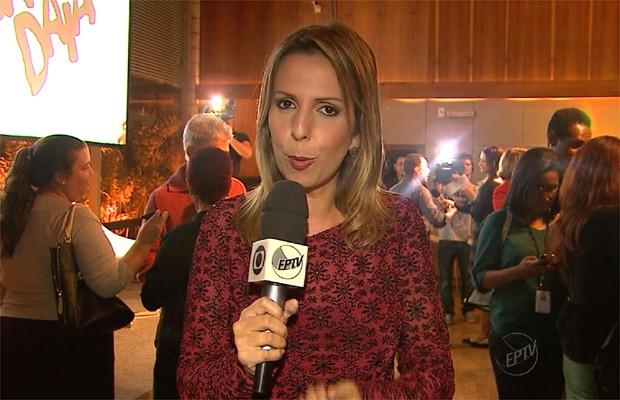 A repórter da EPTV Murielli Fernandes na festa de lançamento de Saramandaia (Foto: Reprodução EPTV)