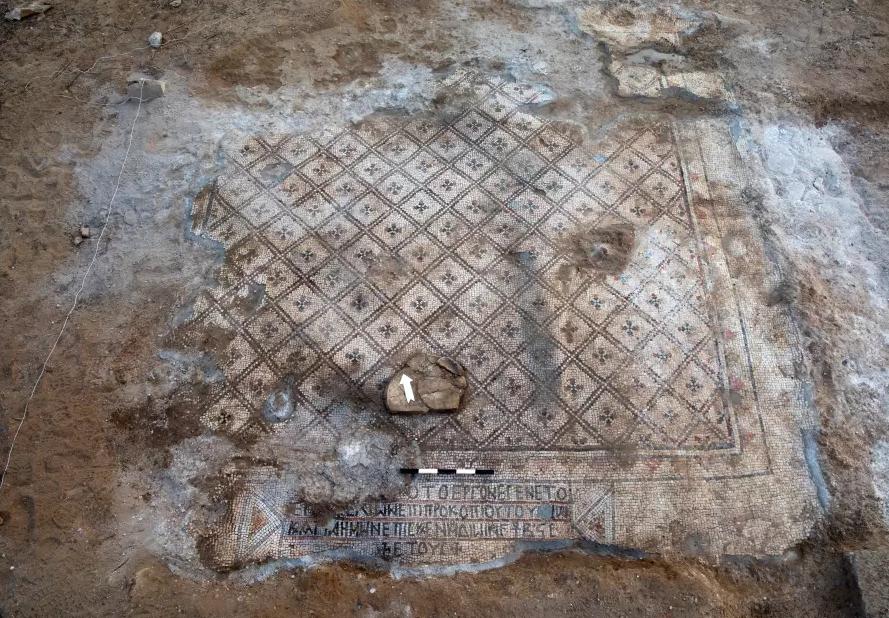 O mosaico pertencia à uma igreja georgiana  (Foto: Reprodução/ Israel Antiquities Authority)