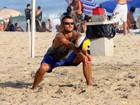 Rodrigo Hilbert joga vôlei em praia no Rio