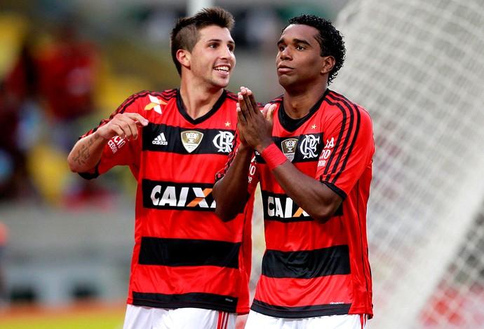 Luiz antonio flamengo gol Cabofriense (Foto: Marcio Alves / Agência O Globo)