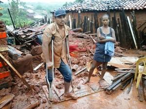 Famílias ficaram desabrigadas após casa desabar (Foto: Silvani Lima/ Arquivo Pessoal)