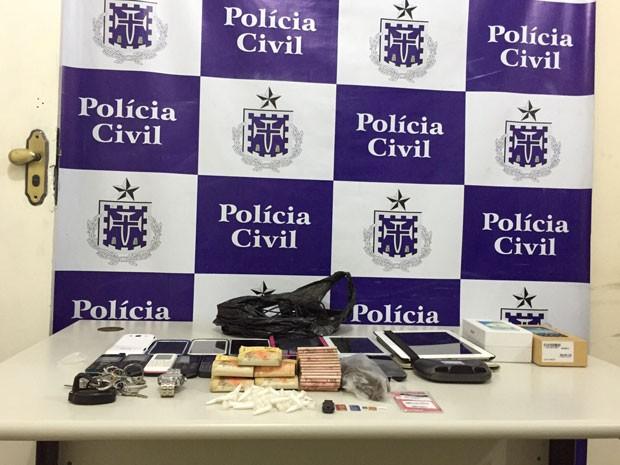 Polícia prende quatro e apreende drogas em Porto Seguro (Foto: Divulgação/PC)