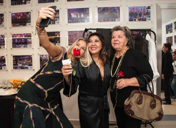 Adriane Galisteu, Roberta Miranda e Dona Ema (Foto: Samuel Chaves/Brazil News)