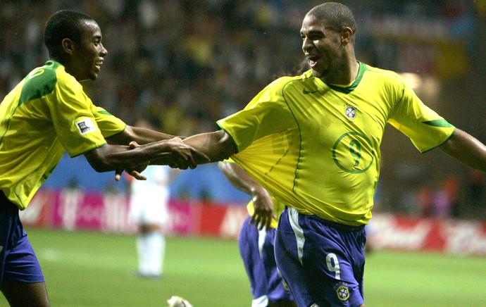 Adriano Copa das Confederações de 2005 (Foto: Agência Reuters)