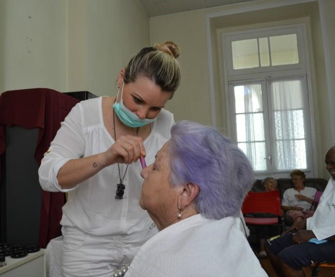 Mistura com Rodaika Help Idosos Asilo Padre Cacique SPA de beleza (Foto: Otávio Daros/RBS TV)